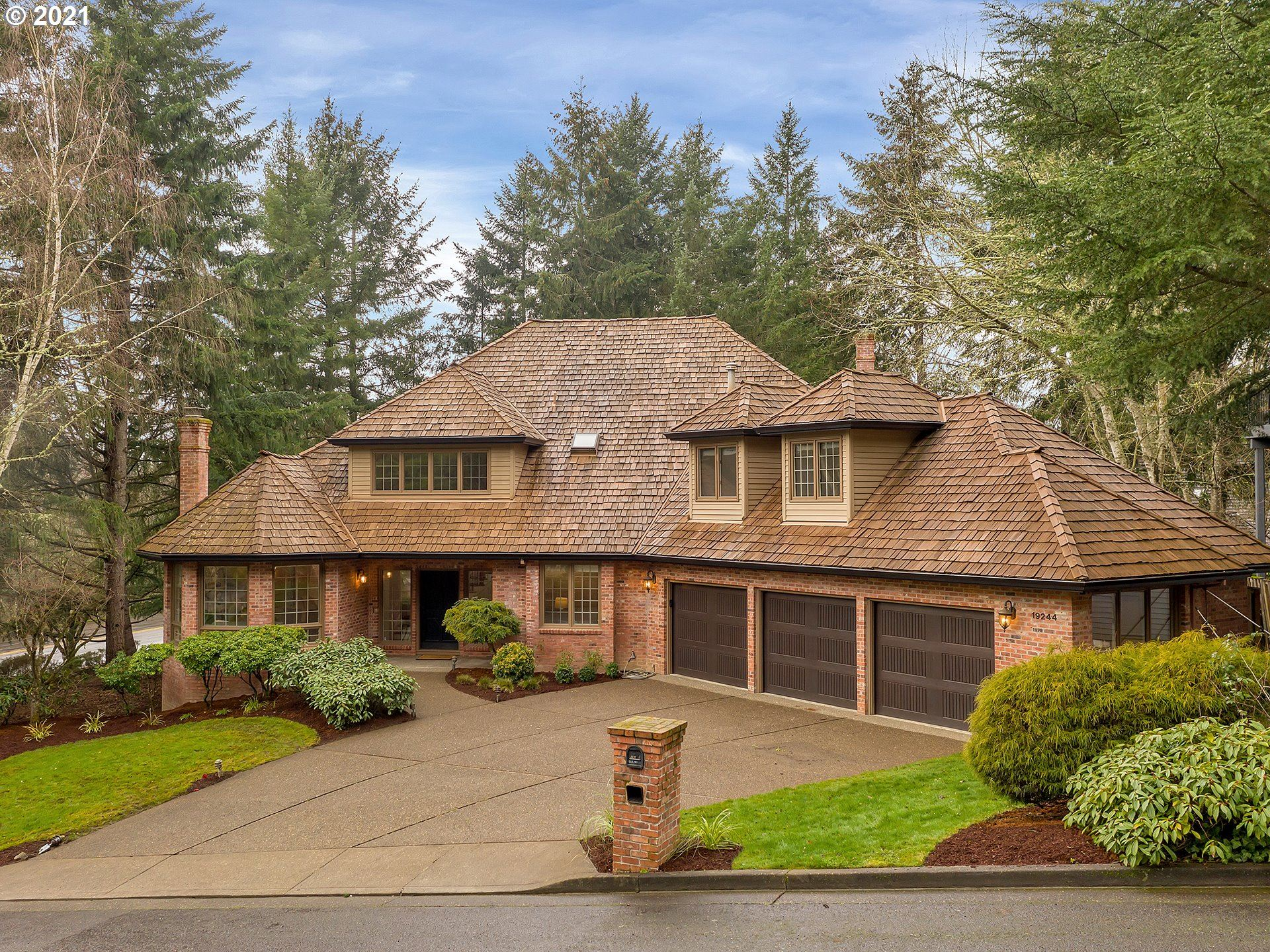 Photo for 19244 35TH PL, Lake Oswego, OR 97034 (MLS # 21336820)