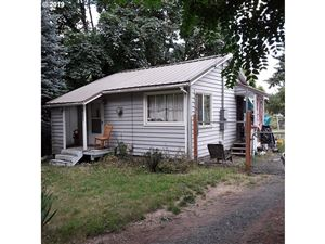 Photo of 10246 SE LIEBE ST, Portland, OR 97266 (MLS # 19059822)