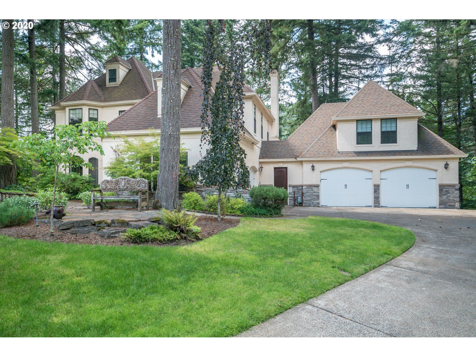 Photo for 1947 Summit DR, Lake Oswego, OR 97034 (MLS # 20119822)