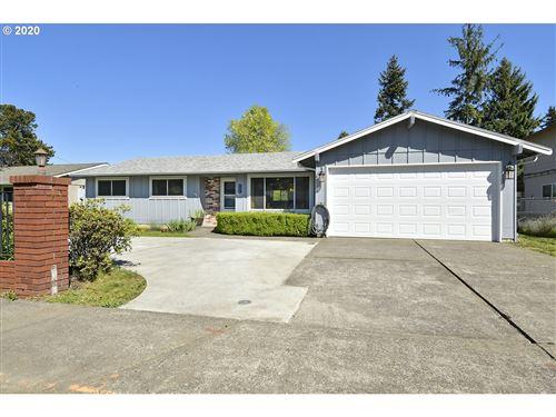 Photo of 932 NE 193RD AVE, Portland, OR 97230 (MLS # 20328833)
