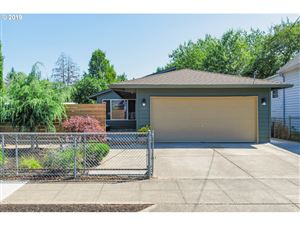 Photo of 9533 N IVANHOE ST, Portland, OR 97203 (MLS # 19475840)