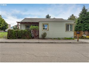 Photo of 10436 SE REEDWAY ST, Portland, OR 97266 (MLS # 19205841)