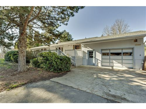 Photo of 2650 BLOSSOM HILL DR, Hood River, OR 97031 (MLS # 20409842)