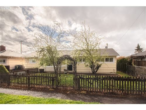 Photo of 1379 PIEDMONT ST, Springfield, OR 97477 (MLS # 20693844)