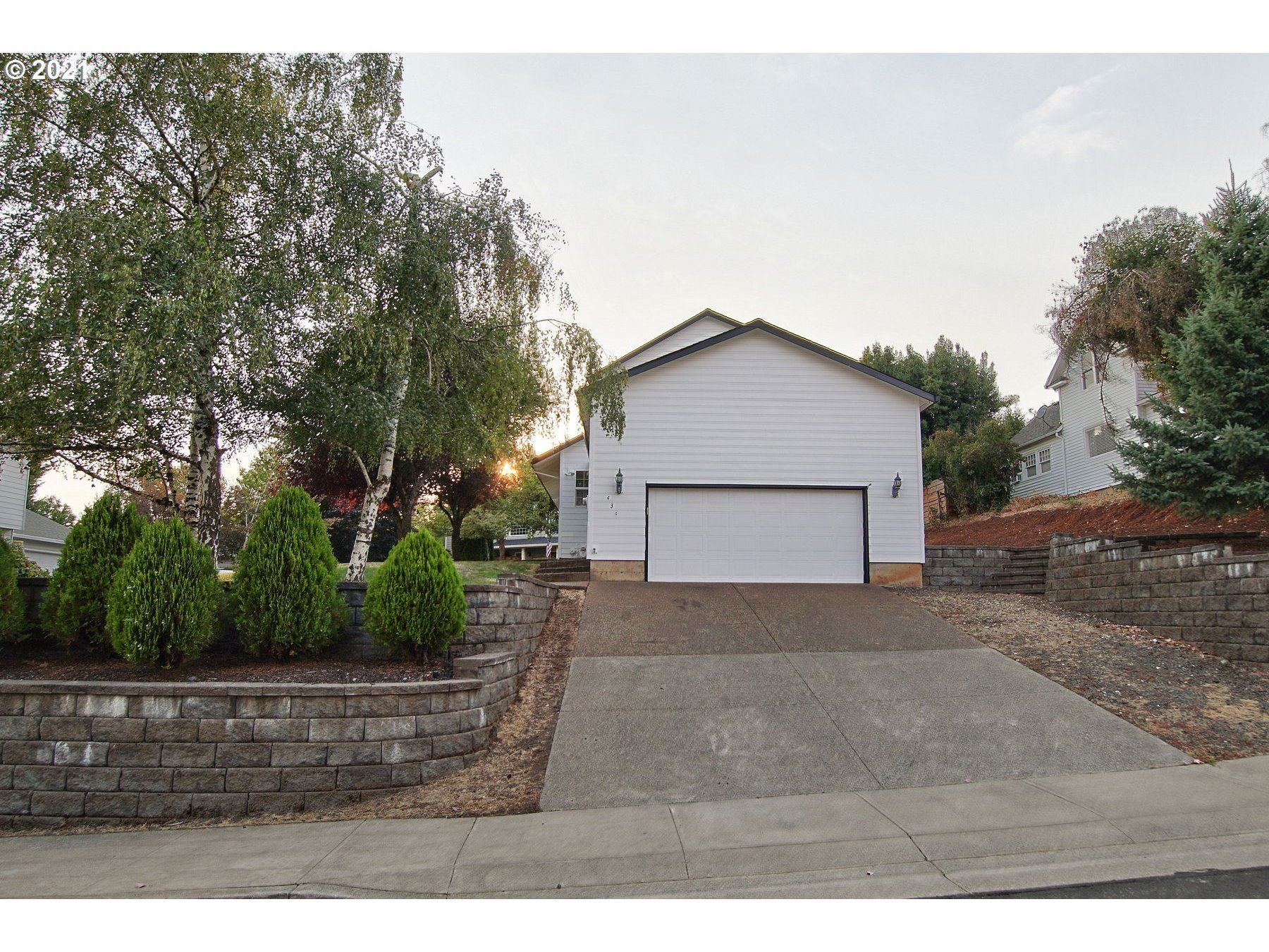 Photo of 434 SW DOGWOOD DR, Dundee, OR 97115 (MLS # 21012851)