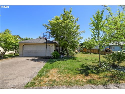 Photo of 2048 SW TAMARACK ST, McMinnville, OR 97128 (MLS # 21637855)