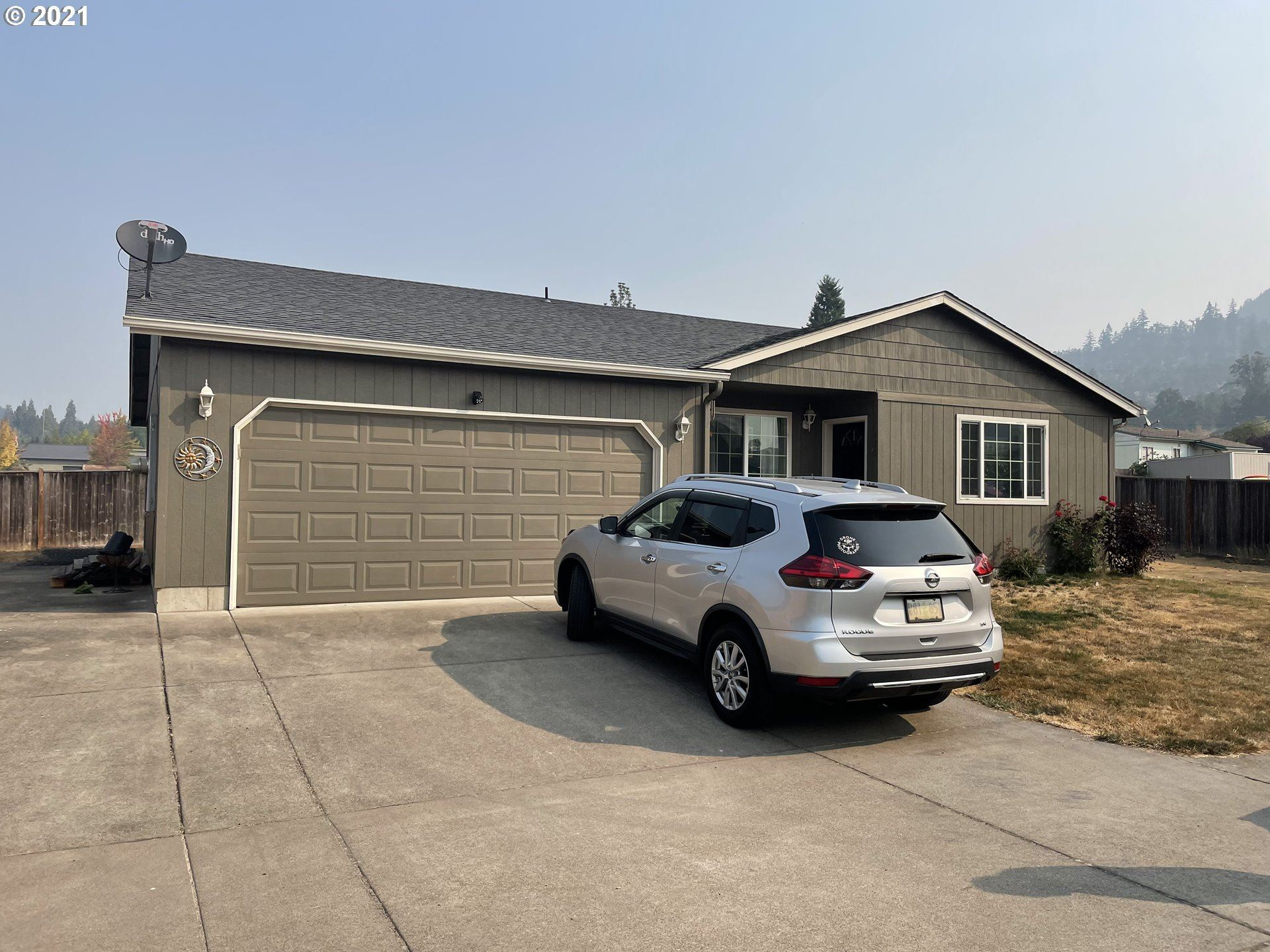 Photo for 476 N MOSS ST, Lowell, OR 97452 (MLS # 21318856)
