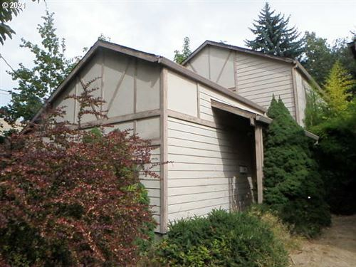 Photo of 2520 SE 35TH PL, Portland, OR 97202 (MLS # 21581859)