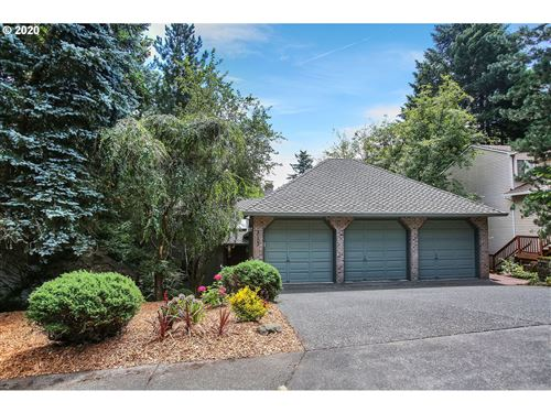 Photo of 3102 DUNCAN DR, Lake Oswego, OR 97035 (MLS # 20403862)