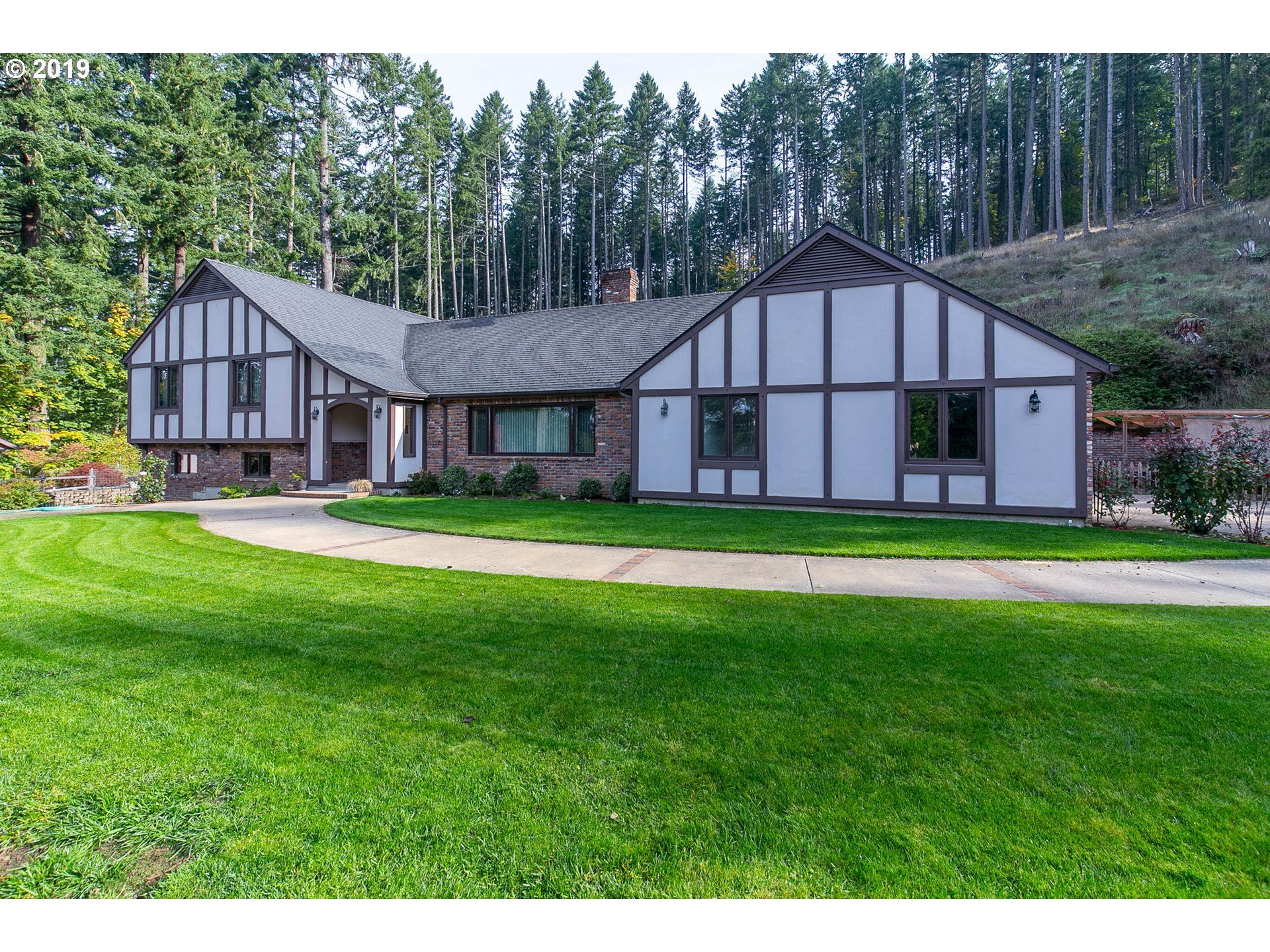 Photo for 83497 PAPENFUS RD, Pleasant Hill, OR 97455 (MLS # 19231864)