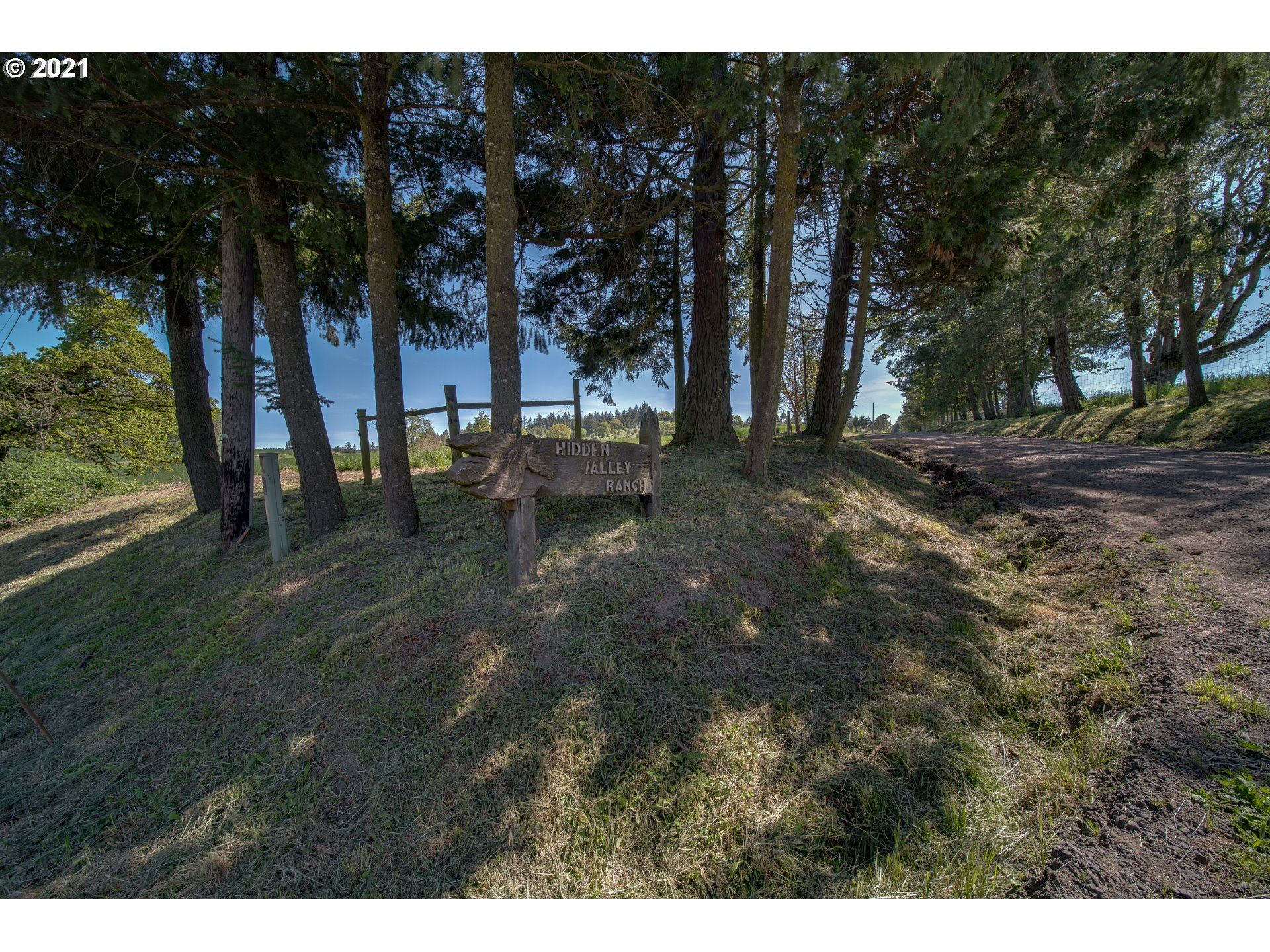 Photo of 8750 NORTH OAK GROVE RD, Rickreall, OR 97371 (MLS # 19575867)