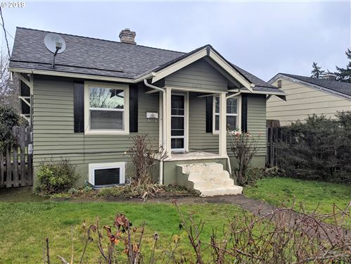 Photo of 6035 SE KNIGHT ST, Portland, OR 97206 (MLS # 19141874)