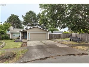 Photo of 1831 YEW CT, Forest Grove, OR 97116 (MLS # 19117876)