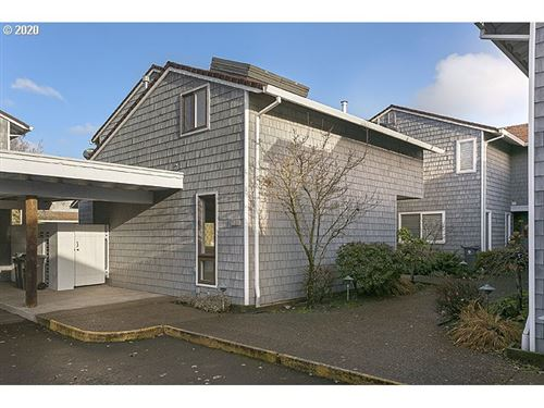 Photo of 623 N TOMAHAWK ISLAND DR, Portland, OR 97217 (MLS # 20250877)