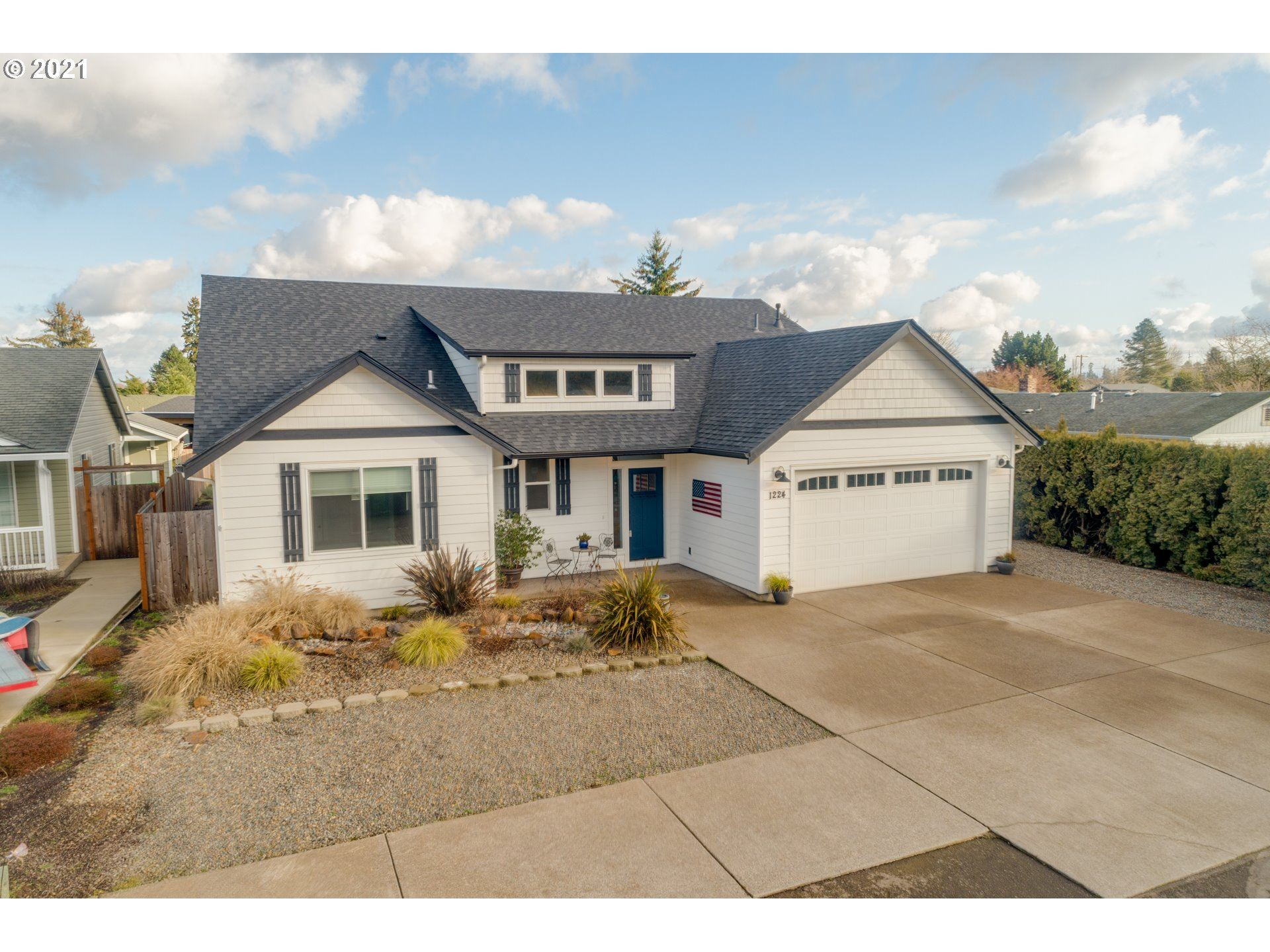Photo for 1224 PARK AVE, Woodburn, OR 97071 (MLS # 21098878)