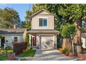 Photo of 7109 N SWIFT ST, Portland, OR 97203 (MLS # 19644879)
