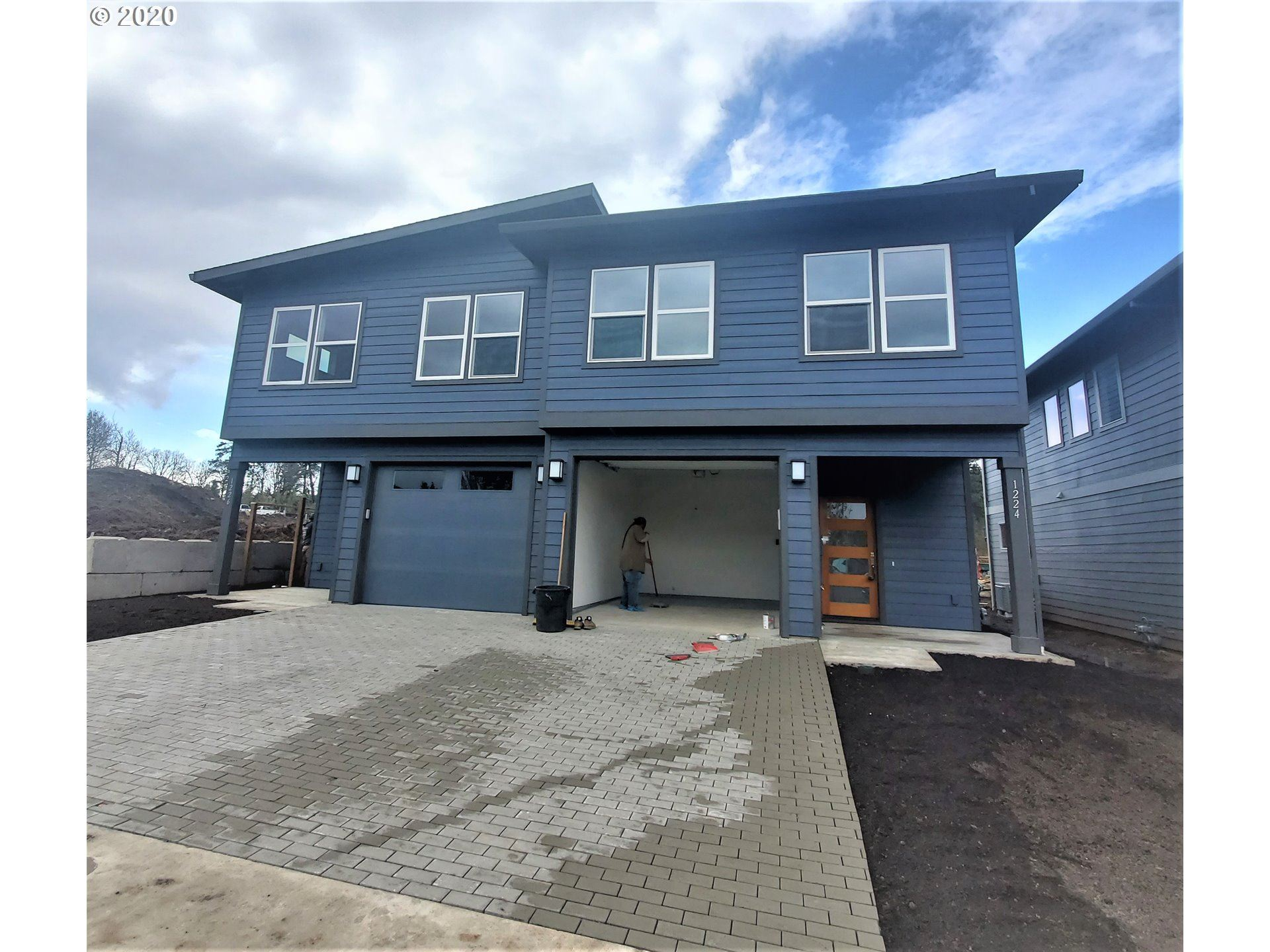 Photo of 1226 29th ST, Hood River, OR 97031 (MLS # 20272879)