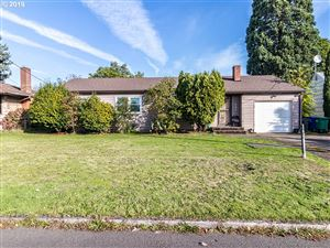 Photo of 10527 SE RAYMOND ST, Portland, OR 97266 (MLS # 19403880)