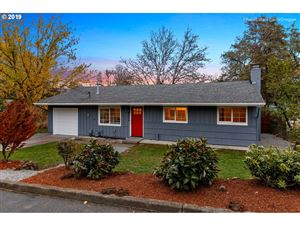 Photo of 8926 SE KNAPP ST, Portland, OR 97266 (MLS # 19552882)