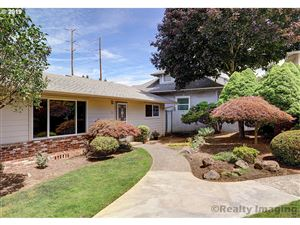 Photo of 28 SE 52ND AVE, Portland, OR 97215 (MLS # 19107885)
