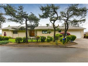Photo of 6406 SW VIEW POINT TER, Portland, OR 97239 (MLS # 19251885)