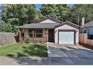 Photo of 6018 SE 84TH PL, Portland, OR 97266 (MLS # 19499892)