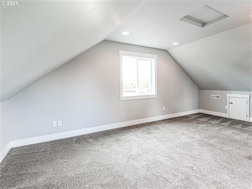 Tiny photo for 9578 N BURR AVE, Portland, OR 97203 (MLS # 21291901)