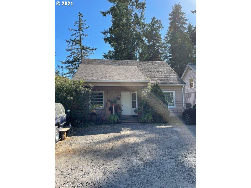 Photo of 1946 NE HIGHWAY 99W, McMinnville, OR 97128 (MLS # 21489910)