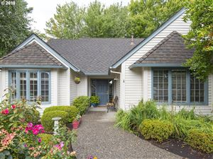 Photo of 1550 BEDFORD CT, Lake Oswego, OR 97034 (MLS # 19491912)