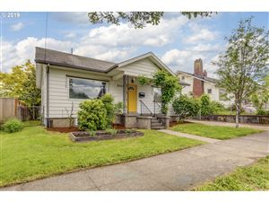 Photo of 8968 N WALL AVE, Portland, OR 97203 (MLS # 19222917)