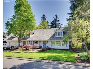 Photo of 994 COUNTRY CMNS, Lake Oswego, OR 97034 (MLS # 19679918)