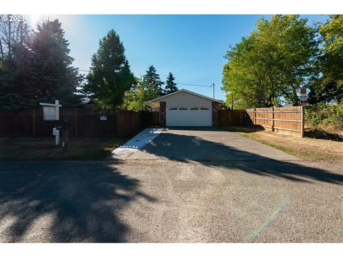 Photo of 2915 SE 138TH AVE, Portland, OR 97236 (MLS # 21286922)