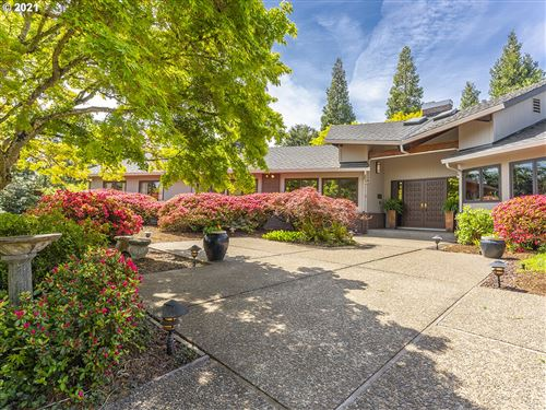 Photo of 1200 NW SAINT ANDREWS PT, McMinnville, OR 97128 (MLS # 21323924)