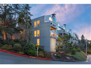 Photo of 5441 SW VIEW POINT TER, Portland, OR 97239 (MLS # 19585931)