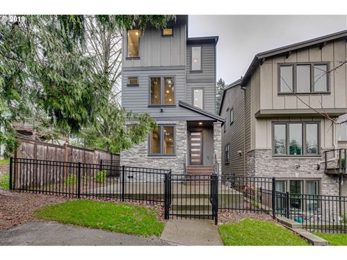 Photo of 553 SW CHINOOK TER, Portland, OR 97225 (MLS # 19186932)