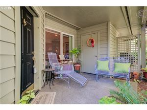 Photo of 5054 FOOTHILLS DR #H, Lake Oswego, OR 97034 (MLS # 19242932)
