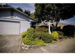 Photo of 10385 SW CENTURY OAK DR, Tigard, OR 97224 (MLS # 19059939)