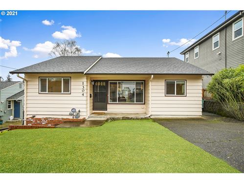 Photo of 1304 SW FREEMAN ST, Portland, OR 97219 (MLS # 21660940)