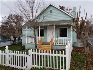 Photo of 203 6TH ST, Maupin, OR 97037 (MLS # 18023944)