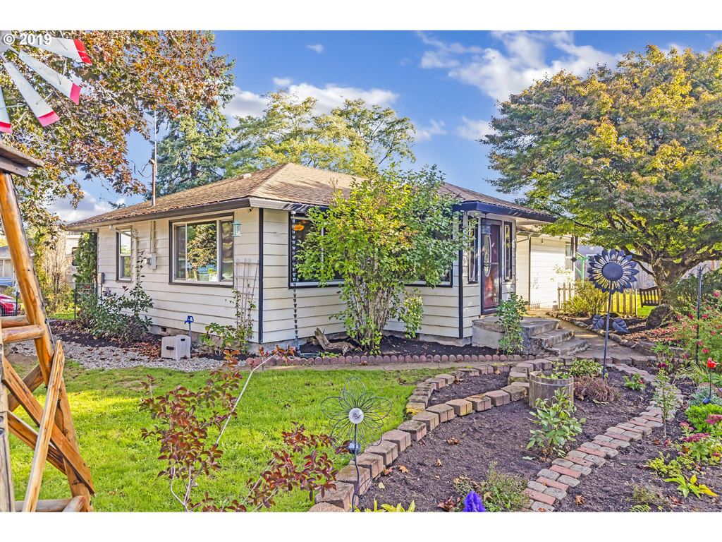 Photo for 276 NW CARY ST, Estacada, OR 97023 (MLS # 19589944)