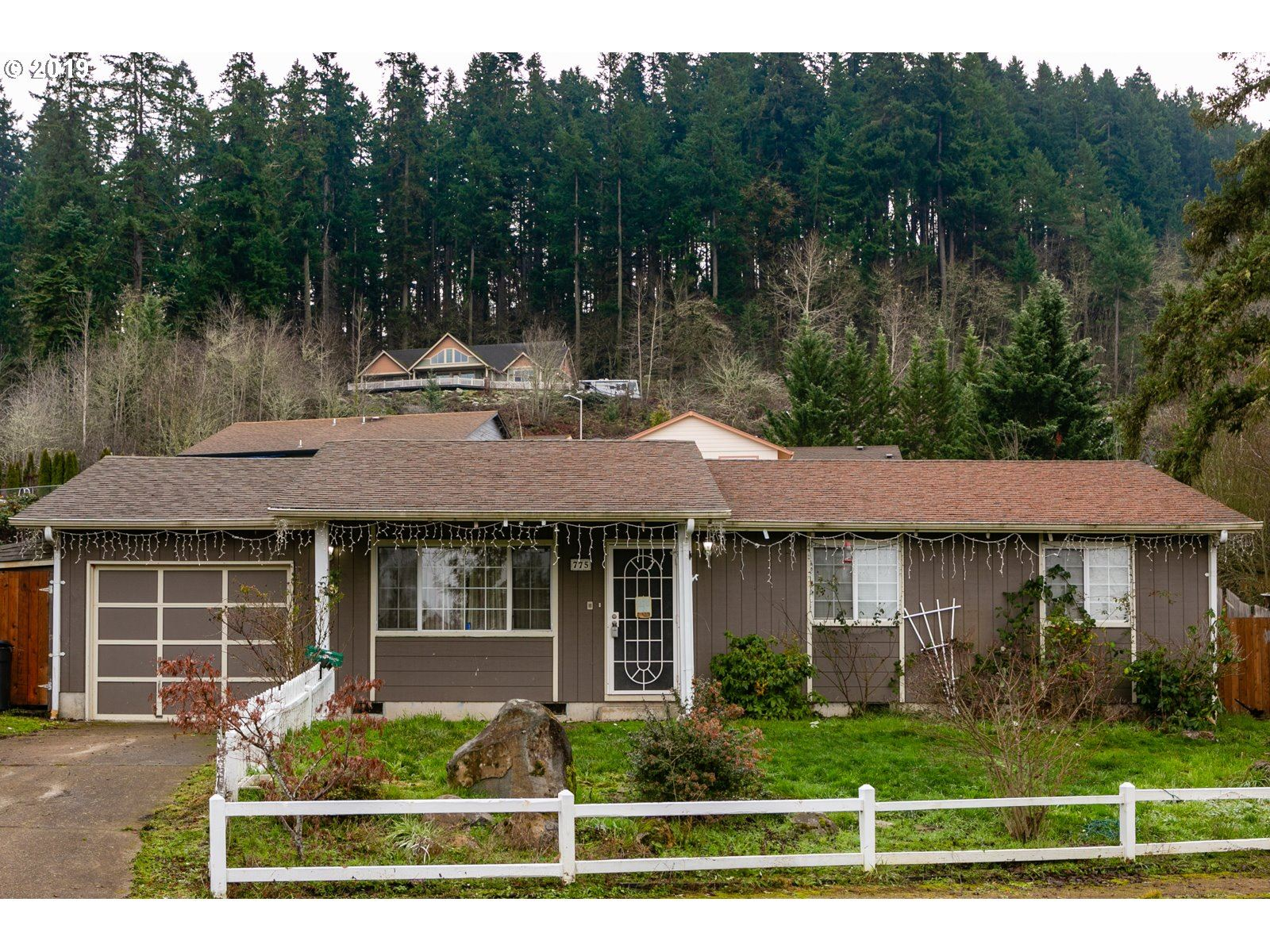 Photo for 775 KINGS ROW, Creswell, OR 97426 (MLS # 19211949)