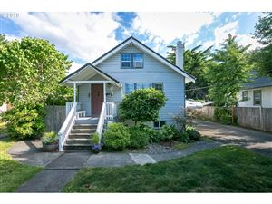 Photo of 3716 SE MALL ST, Portland, OR 97202 (MLS # 19406950)