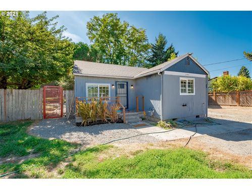 Photo of 640 NE FALOMA RD, Portland, OR 97211 (MLS # 21087950)