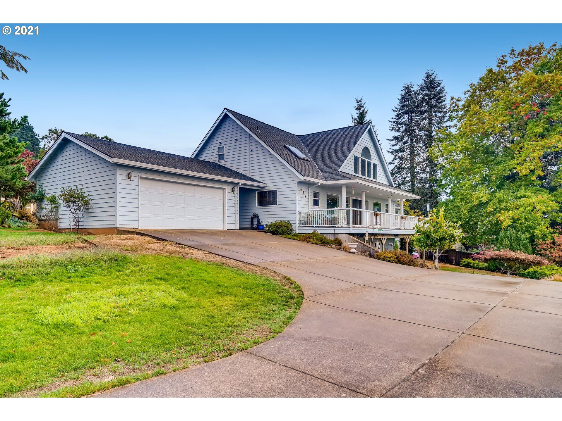 Photo of 659 SW VIEW CREST CT, Dundee, OR 97115 (MLS # 21323956)