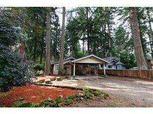 Photo of 16417 LAKE FOREST BLVD, Lake Oswego, OR 97035 (MLS # 19318962)