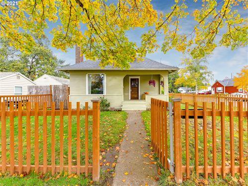 Photo of 915 E 5TH ST, Newberg, OR 97132 (MLS # 21258962)