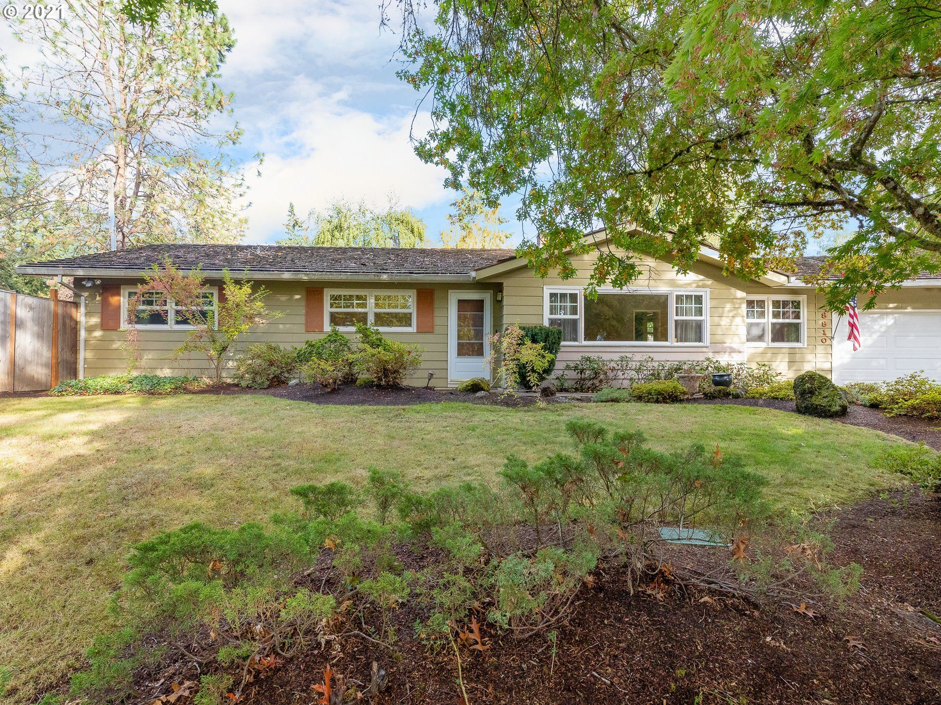 8810 SW 56TH AVE, Portland, OR 97219 - MLS#: 21314962