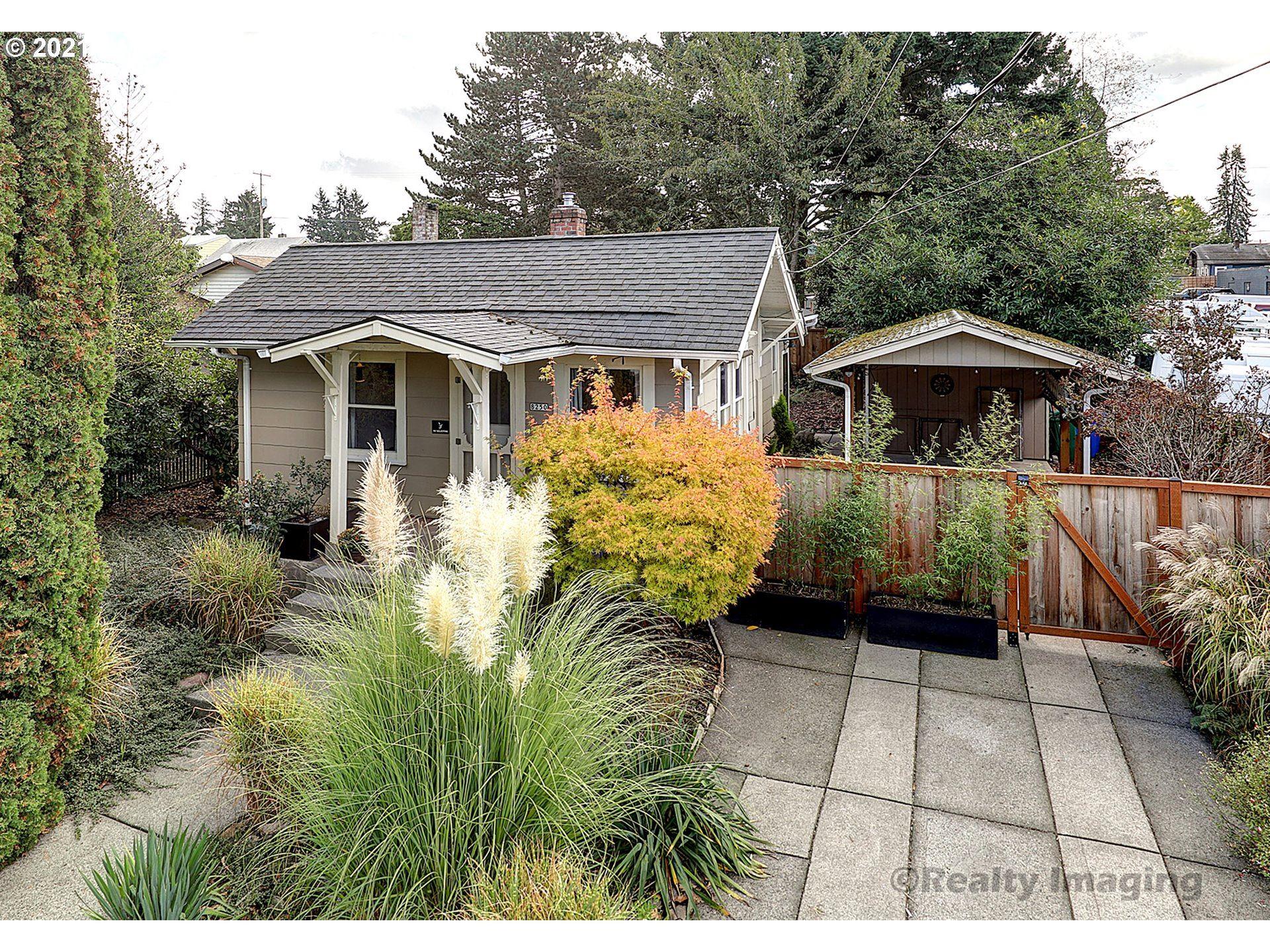 8250 NE BRAZEE ST, Portland, OR 97220 - MLS#: 21394962
