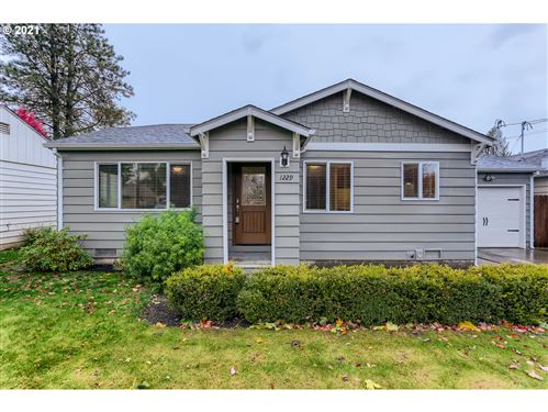 Photo of 1229 NE 9TH ST, McMinnville, OR 97128 (MLS # 21351969)