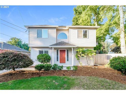 Photo of 300 NE SOUTH SHORE RD, Portland, OR 97211 (MLS # 21369970)